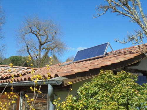 Capteur solaire à air SV14 R Alu installé en toiture